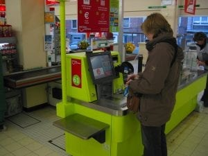 Green IBM self checkout machine 300x225 Can Self Service Be Good for the Customer Experience?